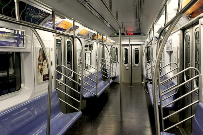 Empty_subway_in_NYC